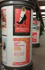 Litfaßsäulen in Berliner U-Bahnhof_